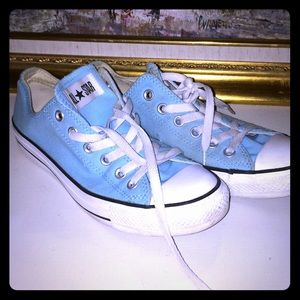Baby blue size 9 converse!